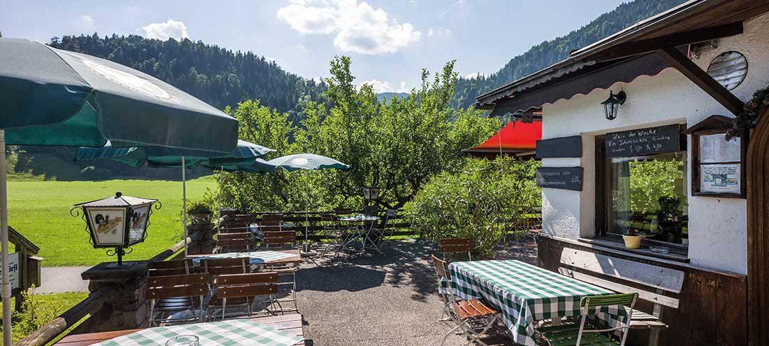 Wunderschöner Gastgarten beim Cafe Dörfl, Kiefersfelden